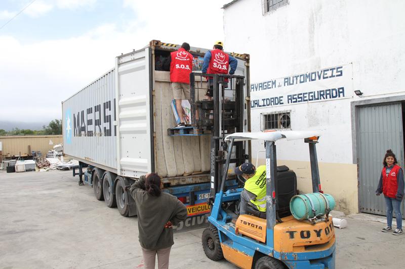 Contentor ajuda humanitaria Moçambique