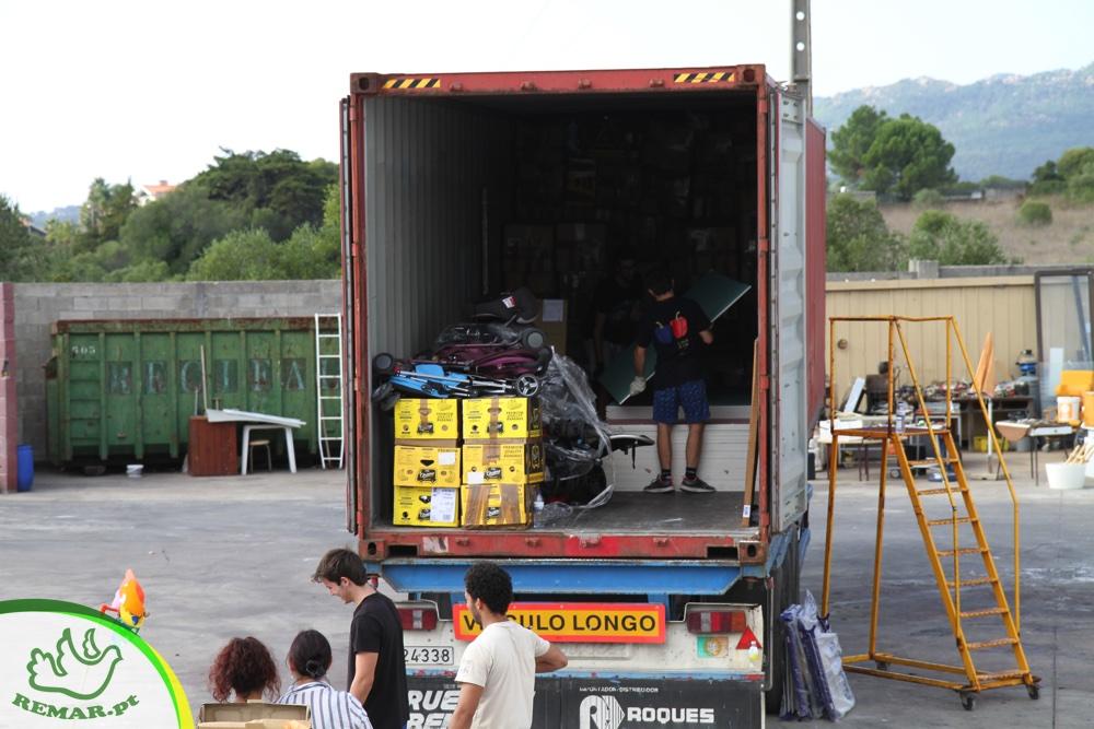 carregamento de bens para o terceiro mundo