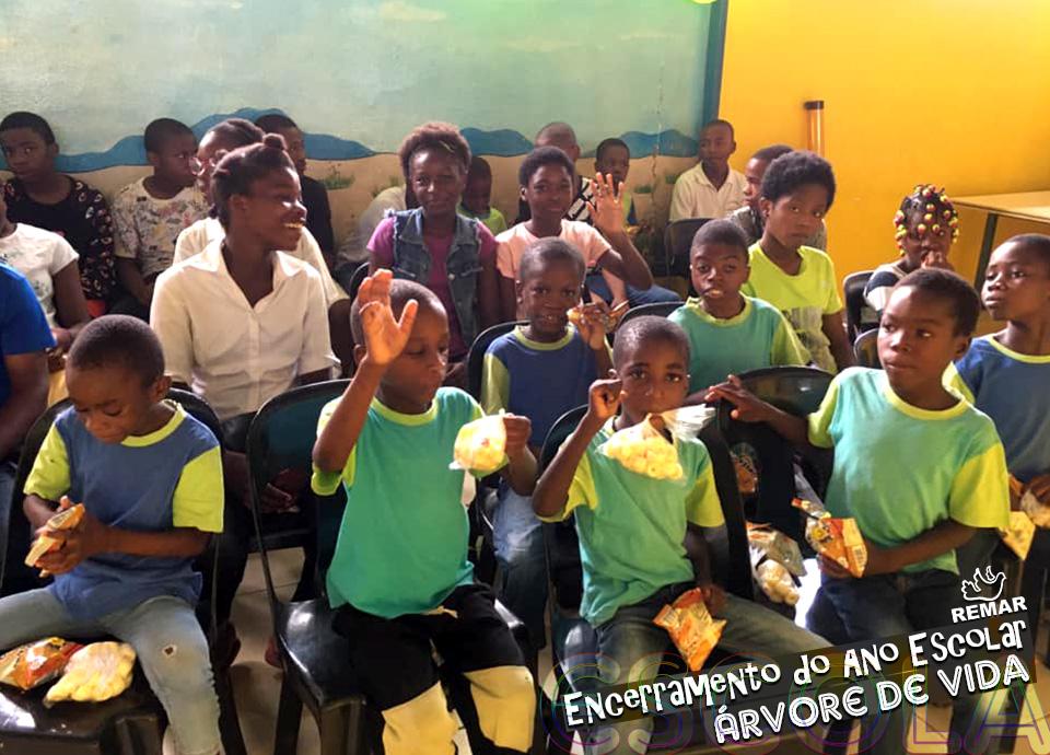 Fim do ano letivo em Angola